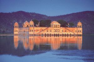 Inspiring photos - Asiam style - Jaipur palace on the lake.jpg